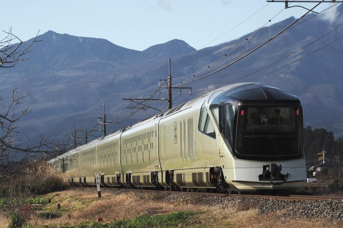Tour Japan in a luxury sleeper train